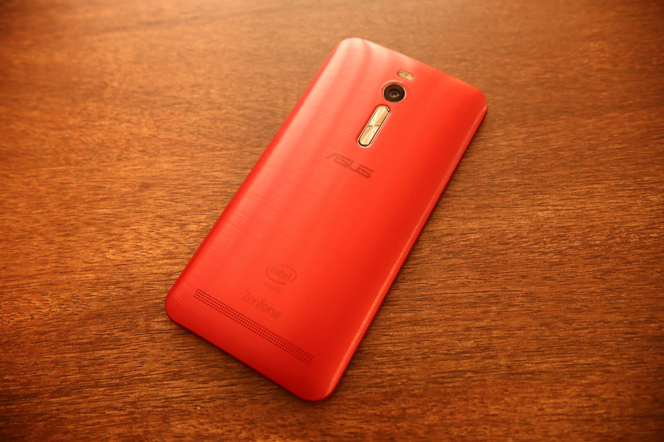 ASUS ZenFone 2 in Red