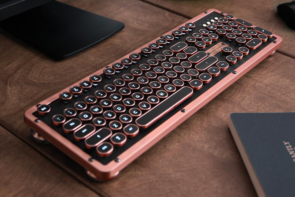 Azio Retro Classic Keyboards