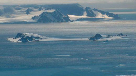 Half-moon Island Antartica