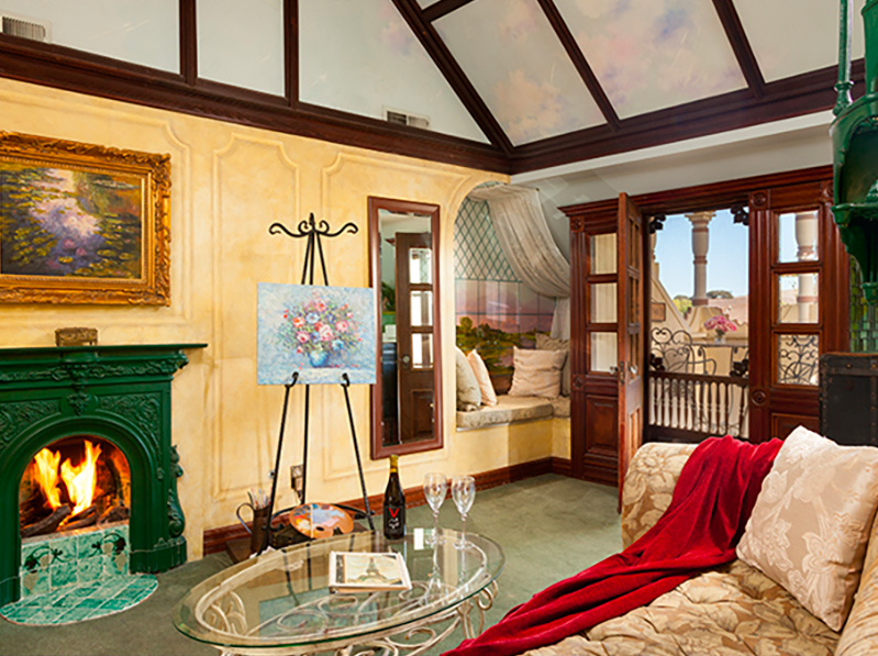 Victorian Mansion French Suite