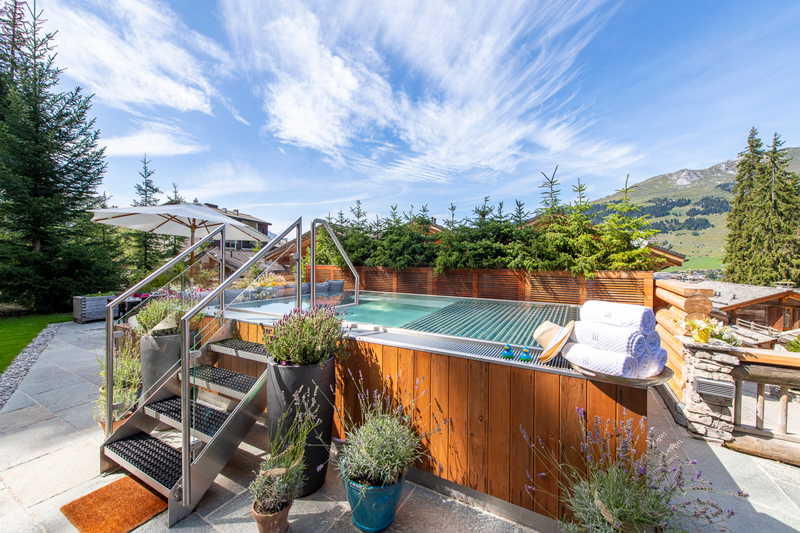 The Lodge, Outdoor Hot Tub