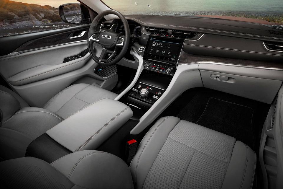 2021 Jeep Grand Cherokee interior