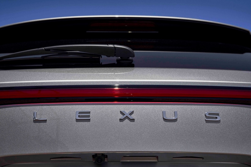 New Lexus logo on rear